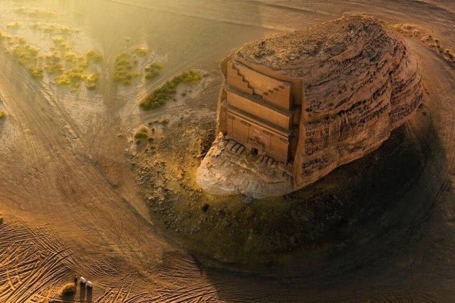 """""""Одинокий дворец"""" в скале Древности,Саудовская Аравия"""