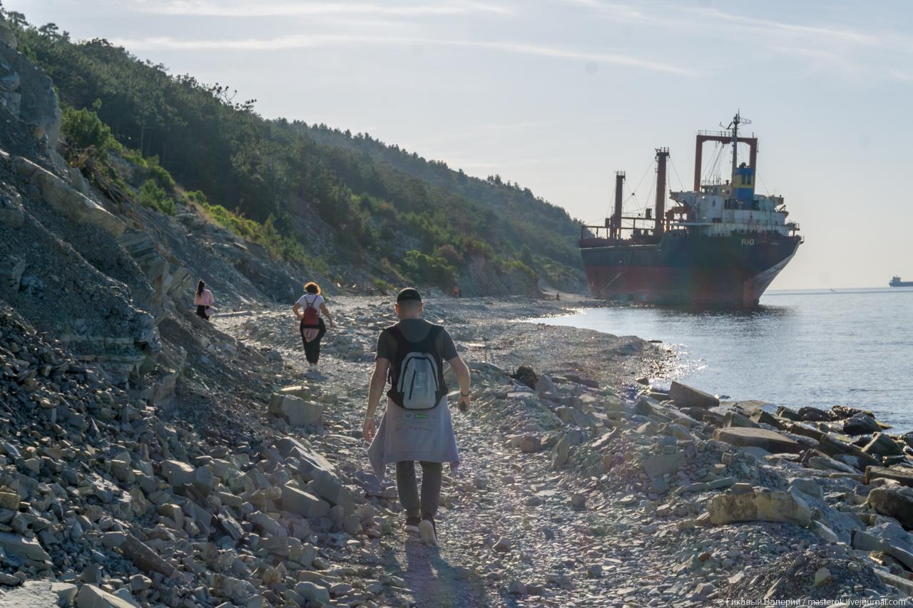 Сухогруз RIO выбросило на берег Кабардинки