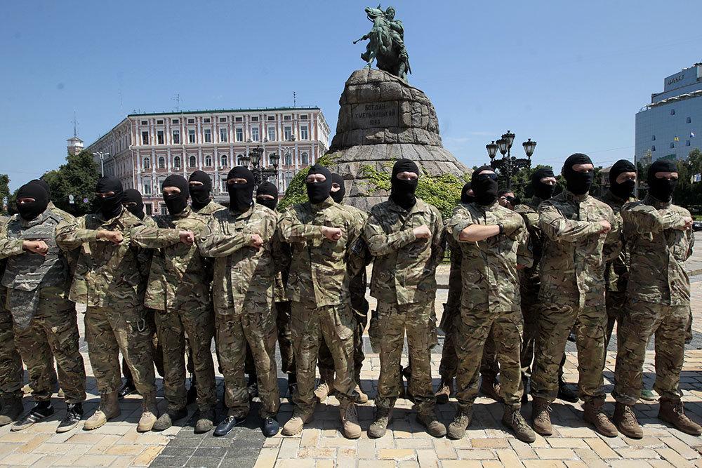 Модераторы украинского сегмента Facebook - неонацисты Украина