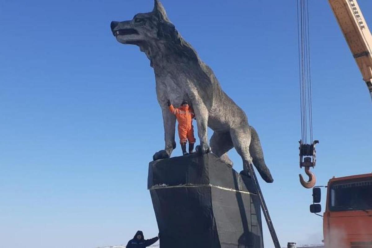 Самый большой памятник волку Статуя,Казахстан