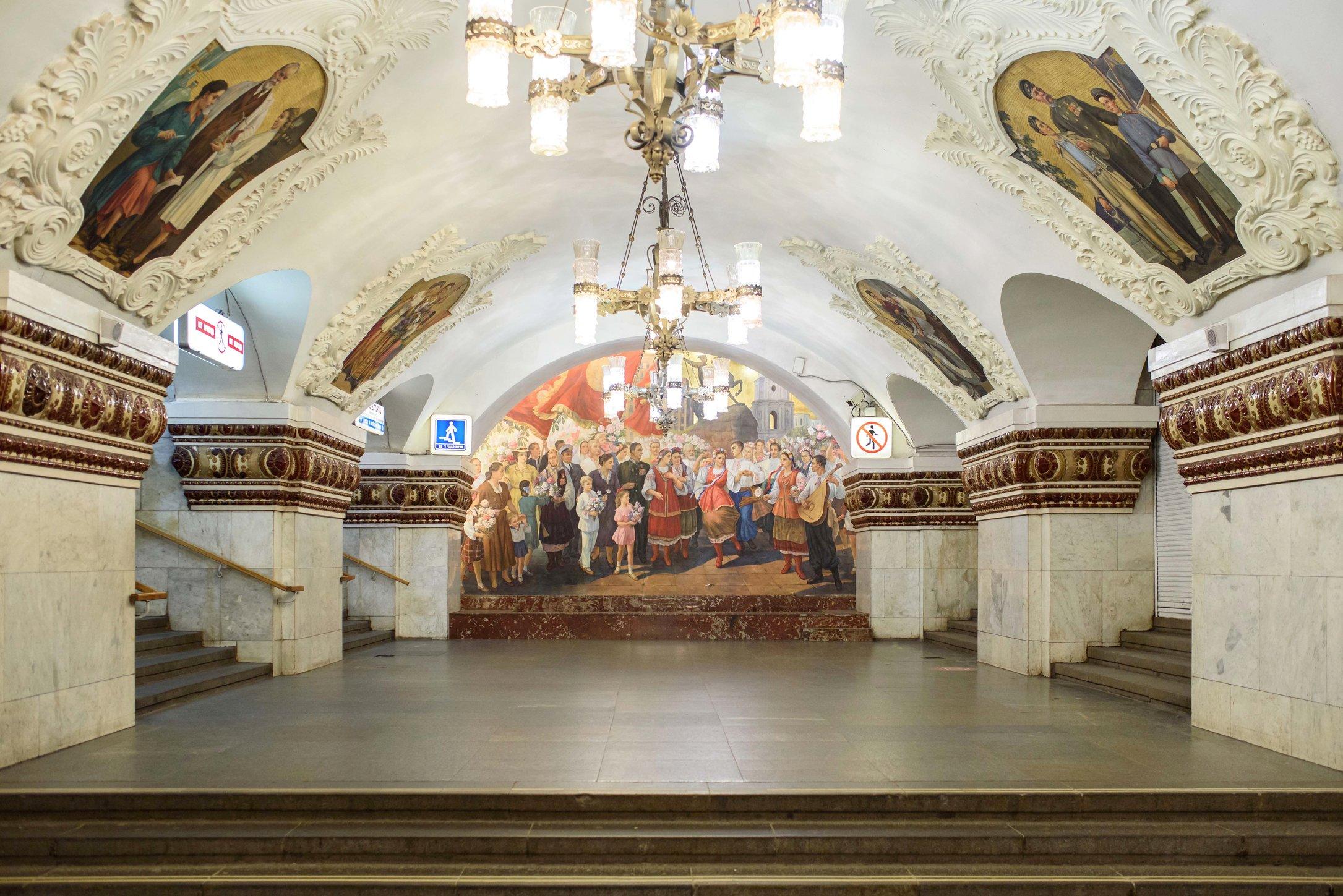 Сравним станцию российского и американского метро США,Россия