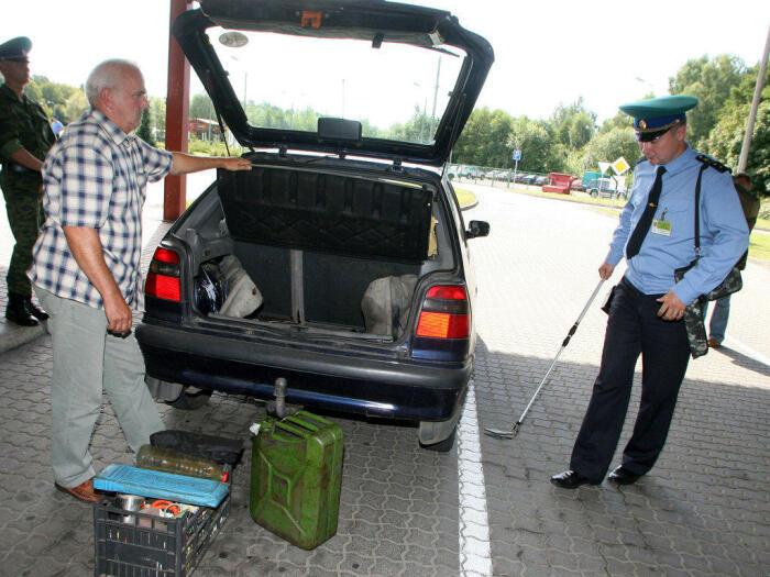 Можно ли отказать инспектору ДПС в просьбе открыть багажник? Авто
