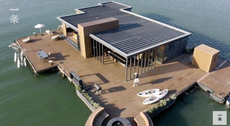 Китаец построил плавучий дом Архитектура