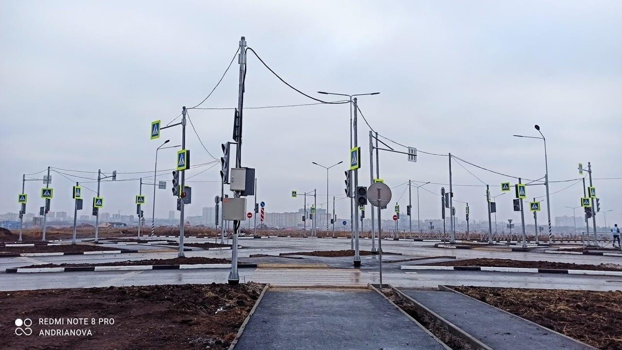 18 светофоров на перекрестке Ростов-на-Дону