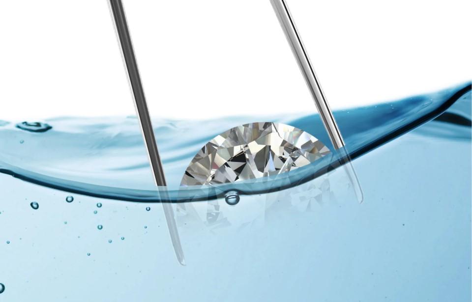Настоящий бриллиант не видно в чистой воде? Вопросы
