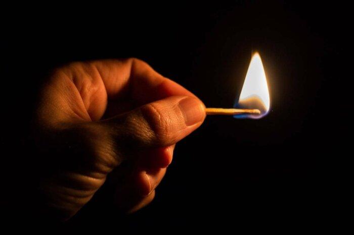 Может ли загореться лужа бензина от брошенной в нее сигареты? Вопросы