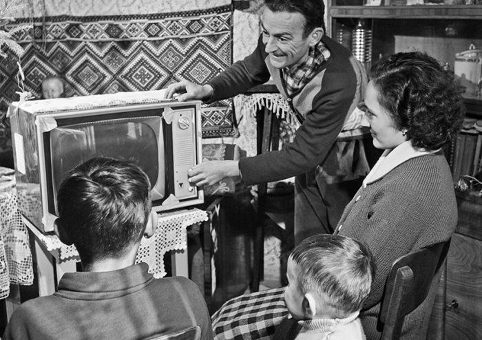 Почему удар кулаком по корпусу заставлял советский телевизор снова работать? СССР