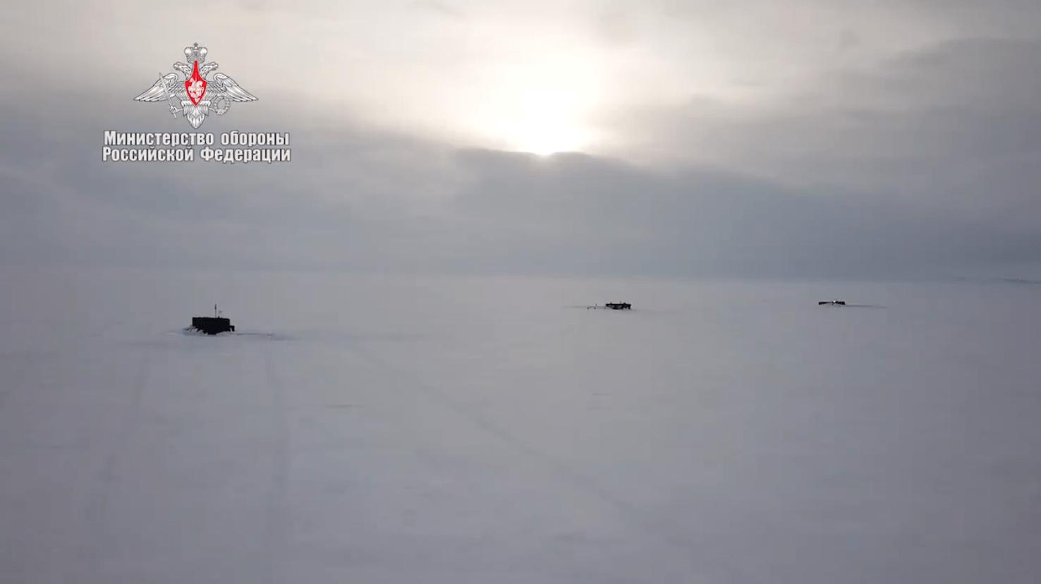 Три российские атомные подлодки одновременно всплыли на поверхность в Арктике Корабли