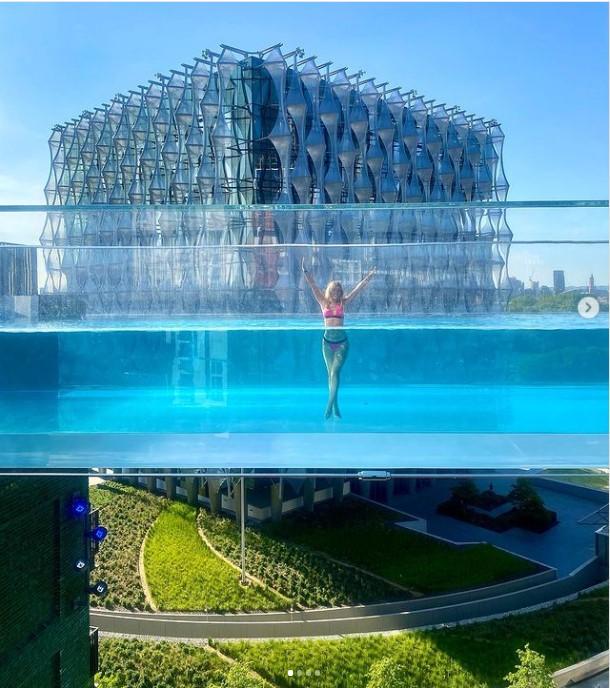 В Лондоне открылся бассейн с прозрачным дном на высоте 35 метров Лондон,Англия