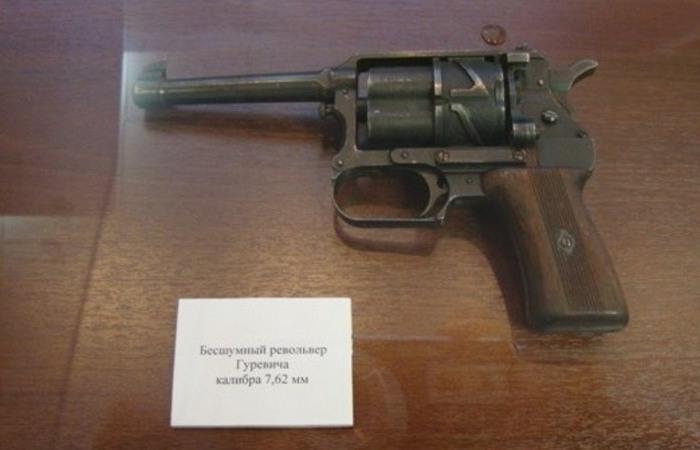 Револьвер, стреляющий спиртовыми патронами Оружие