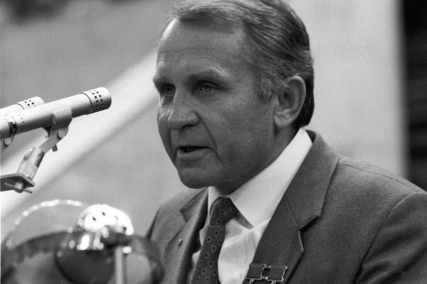 Лётчик-космонавт СССР Олег Макаров.