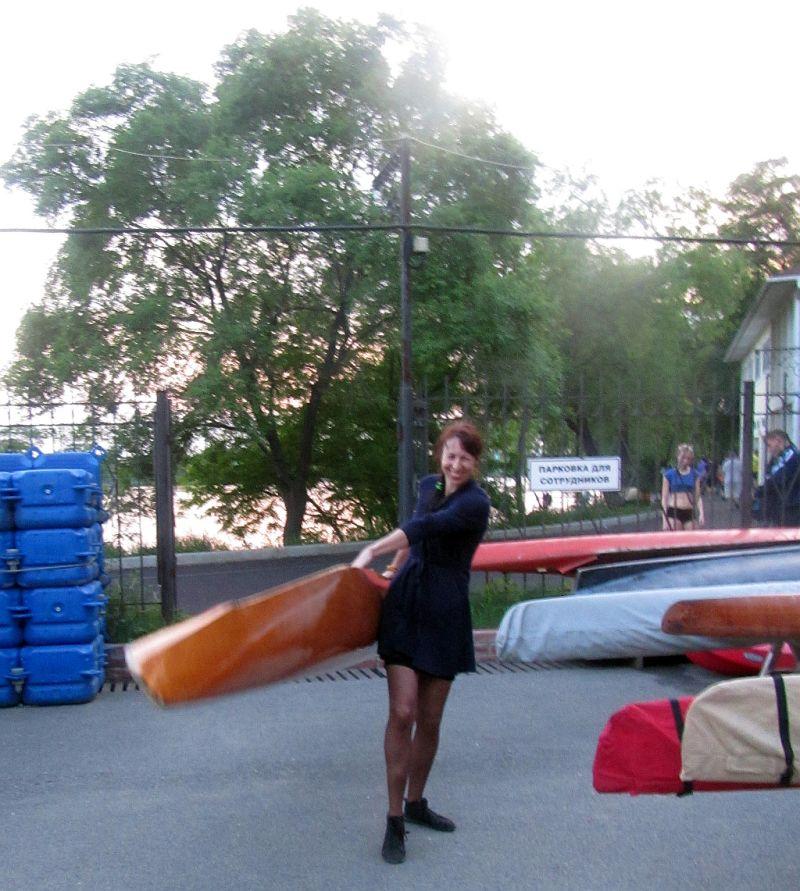 лена с лодкой 1