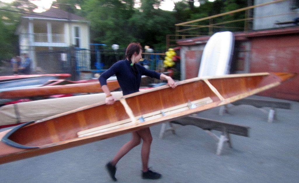 лена с лодкой 2