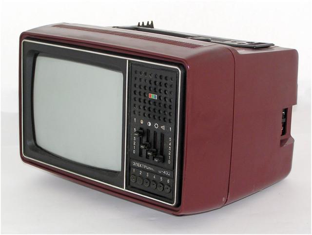 """Цветной переносный телевизор """""""