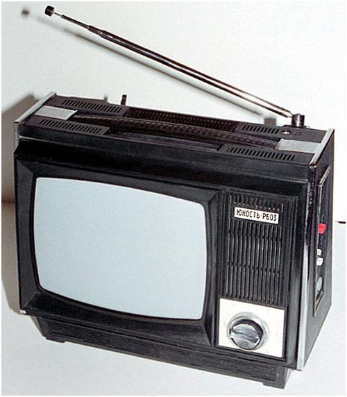 Цена - 257/260 рублей.  Завод выпускал телевизоры и на экспорт.  Экспортный телевизор поставляемый в Англию...