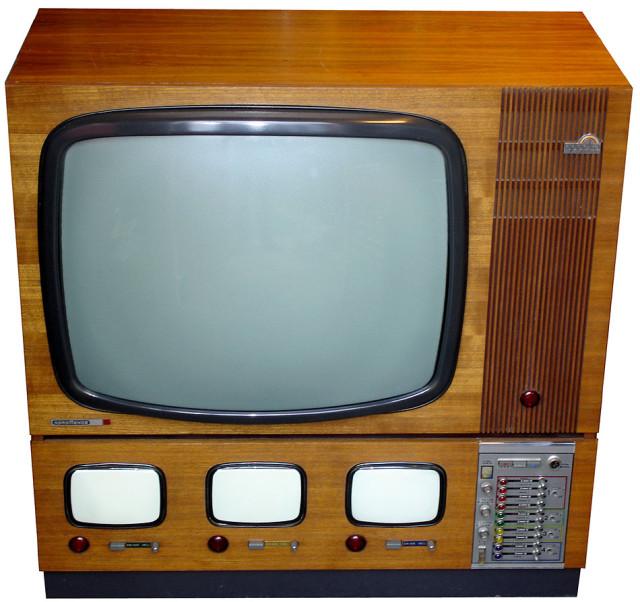 телевизор с 4-мя экранами,