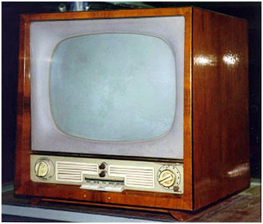 сыном покупают телевизор,