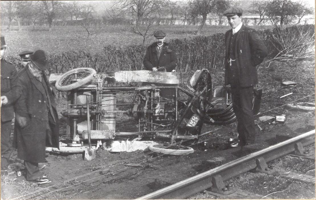 Alonzo's_car_crash_1910_L