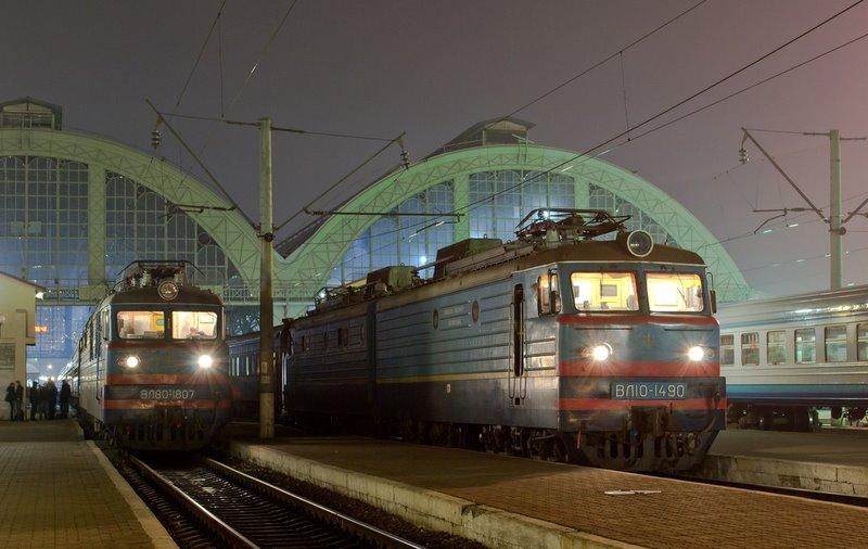 Электровозы ВЛ80Т-1807 и ВЛ10-1490 на ст. Львов, Украина Львовская о