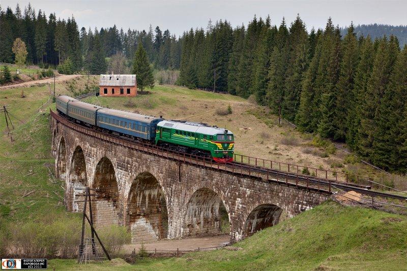 Тепловоз М62-1380 с пригородным поездом, перегон Вороненко - Ворохта, Украина Ивано-Франковская обл.