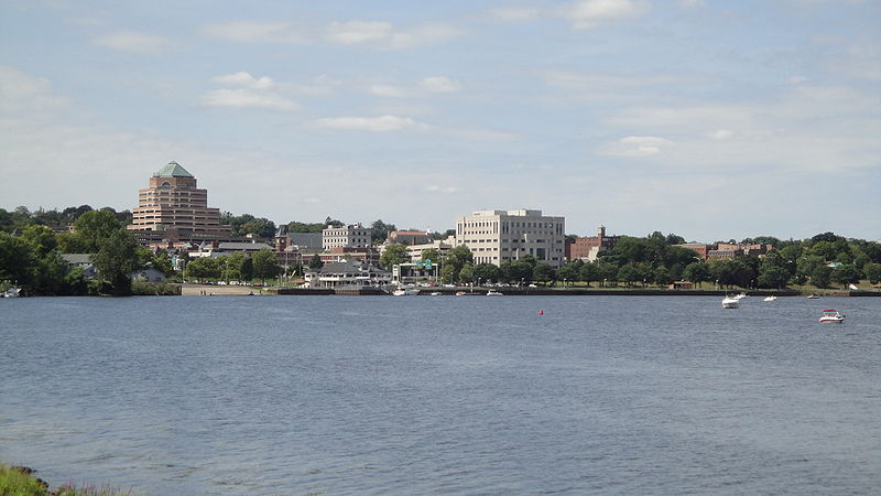800px-Middletown_CT_river_skyline