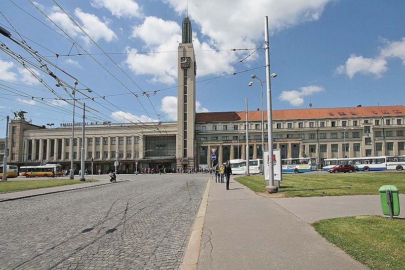800px-Hradec_Králové_-_Hlavní_nádraží