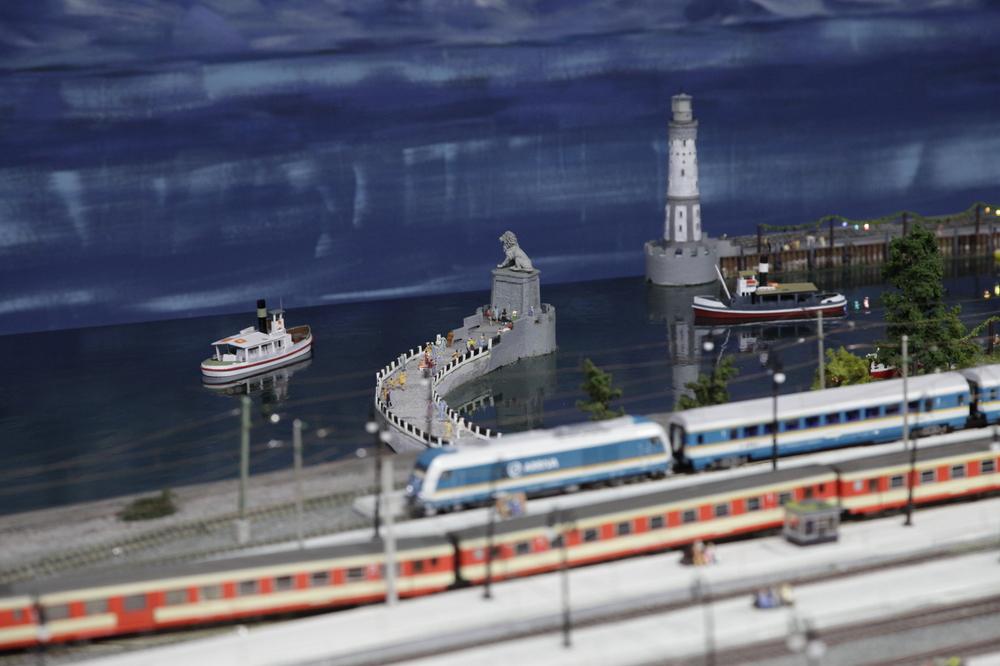 hafen-und-hauptbahnhof-zu-lindaumini-42698b71-00d8-4f36-862a-049d90635aee
