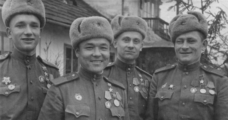 Советские бойцы — герои форсирования Днепра