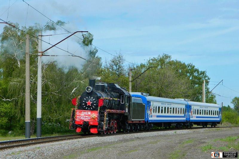 Паровоз Эр794-12 выполняет специальный праздничный рейс в День Победы, перегон разъезд 6 км - станция Основа
