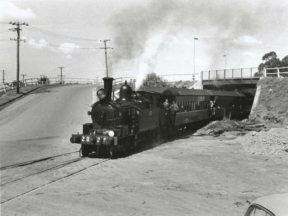 Class_Z2029_(E100)_locomotive_(5666862850)