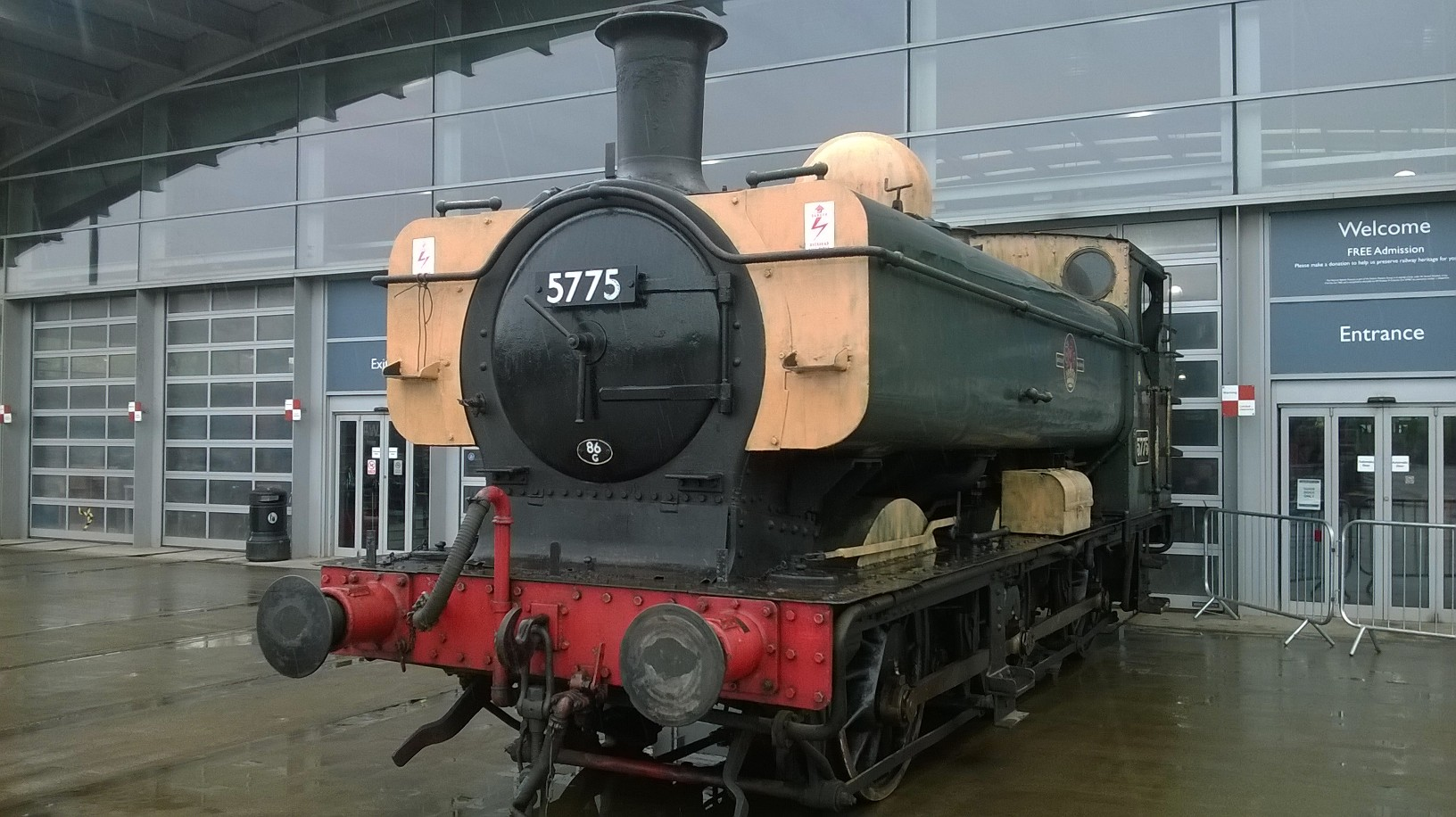 5775-arrives-at-Locomotion-May-22-2014