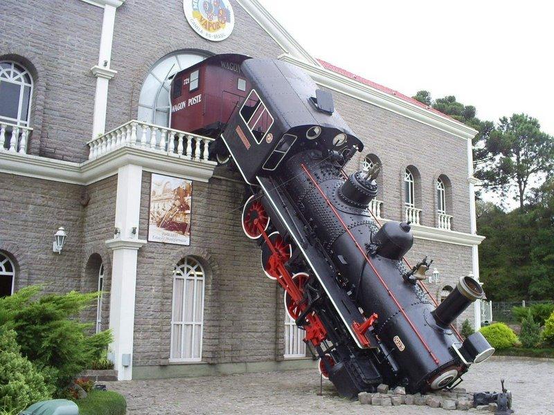 Locomotive_Crash_by_Olho A monument in Canela, Rio Grande do Sul,