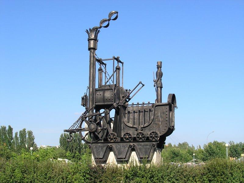 History_of_transport_monument,_locomotive,_Togliatti,_Russia
