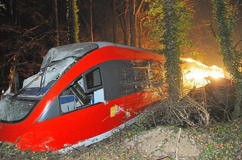 An-einem-Bahnuebergang-bei-Roxel-ist-eine-Regionalbahn-mit-einem-Lkw-zusammengestossen-der-Zug-entgleiste_image_1024_width 6-1