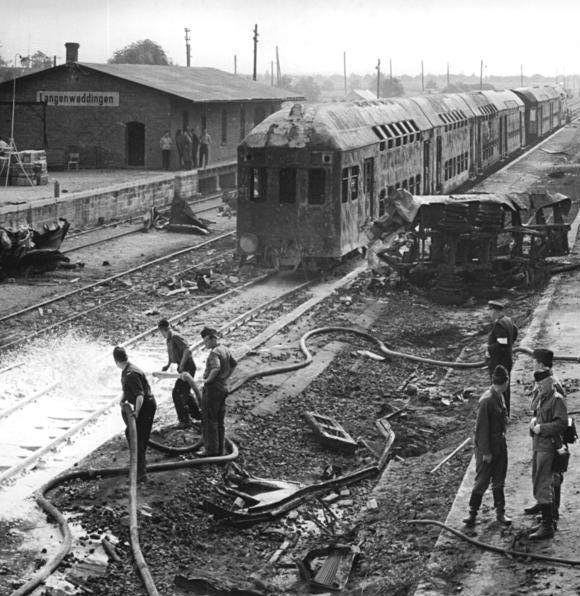 Bundesarchiv_Bild_183-F0706-0042-001,_Langenweddingen,_Eisenbahnunglück-2