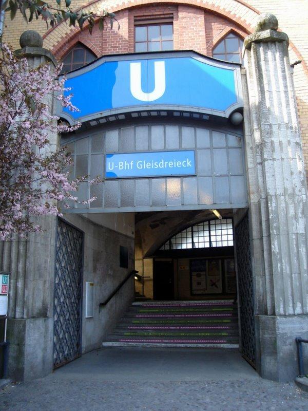 Berlin_U-Bahnhof_Gleisdreieck_Eingang