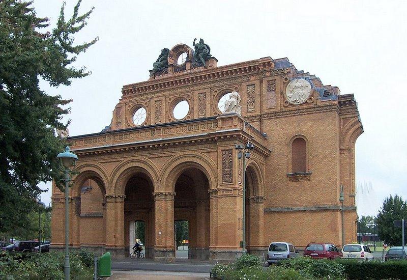 1280px-Anhalter_Bahnhof_2005