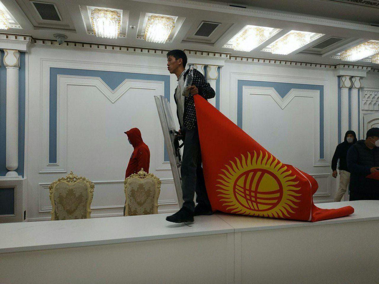 Революция в Киргизии... Не смешите меня.