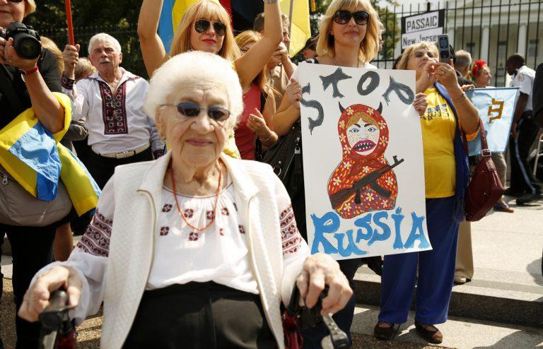 Москва научилась извлекать выгоду из русофобии соседей
