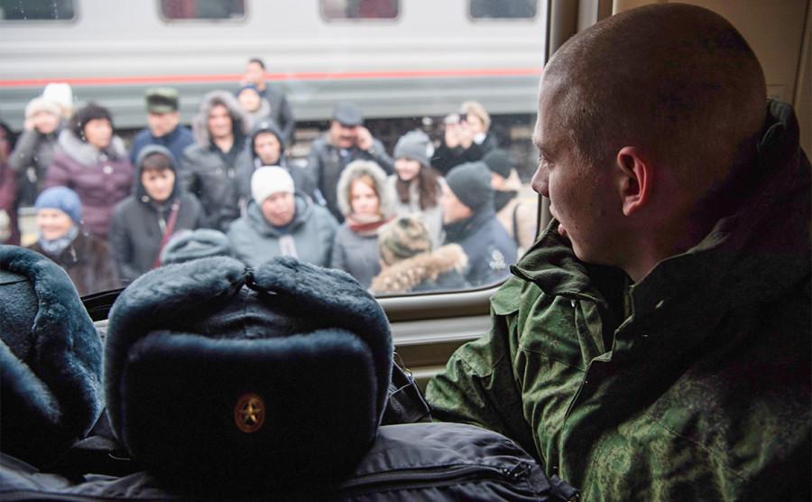 Оружие, православие, безопасность: кому больше всего доверяют россияне