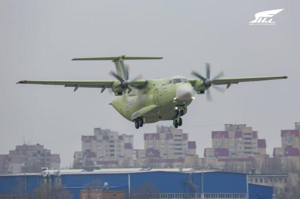 Легкий военно-транспортный самолет Ил-112В впервые поднялся в воздух