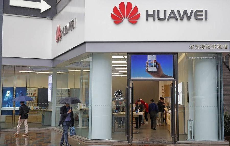 Huawei может установить российскую операционную систему на свои смартфоны
