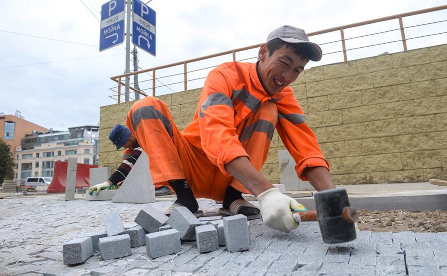 Заместитель Собянина объяснил постоянную замену плитки в Москве