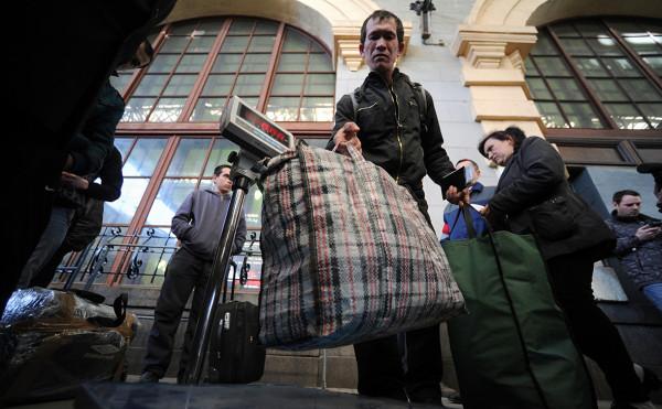 ФСБ впервые за 20 лет раскрыла число приехавших работать иностранцев