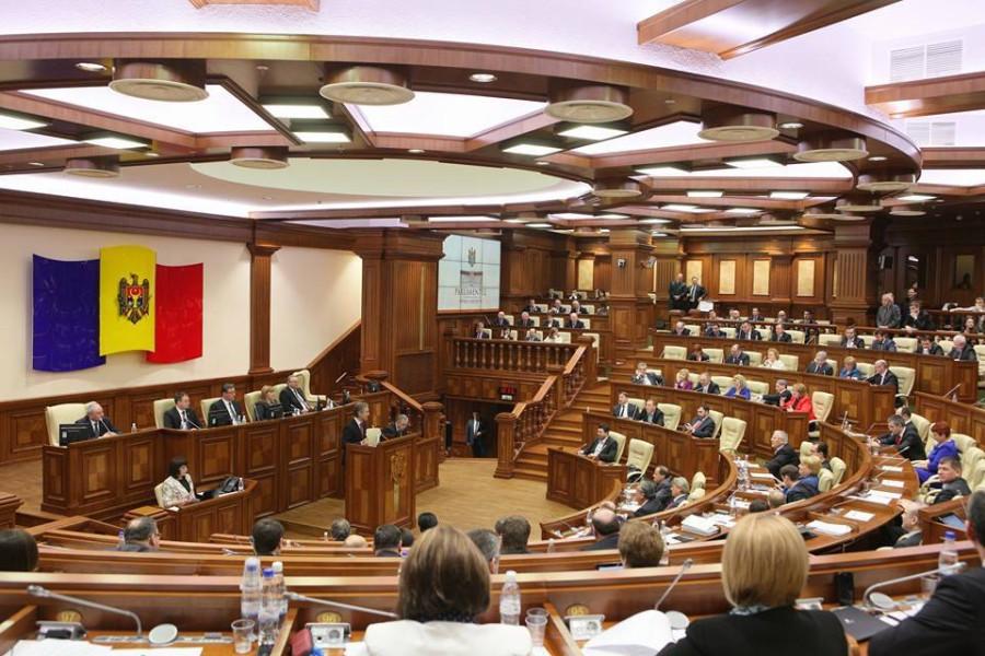 18-06-15_parlament2