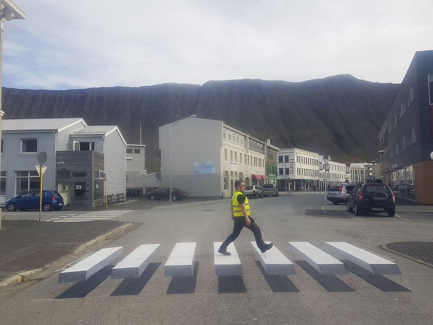 """В Исландии нарисовали """"умную"""" 3D-зебру"""