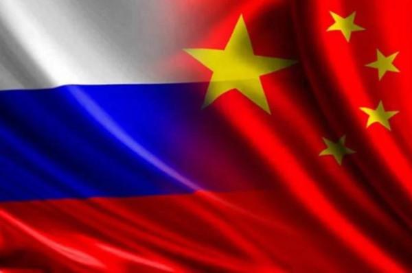 Китай призвал Россию вместе противостоять США