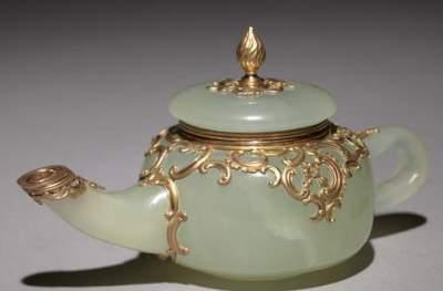 Carl_Faberg_-_Miniature_Teapot_c1896_-_(MeisterDrucke-856071)