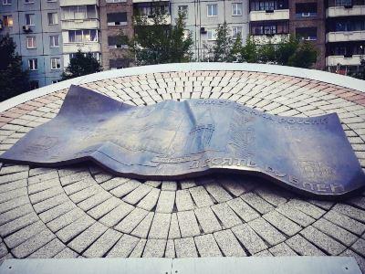 pamyatnik-desyatirublevoj-kupyure-krasnoyarsk