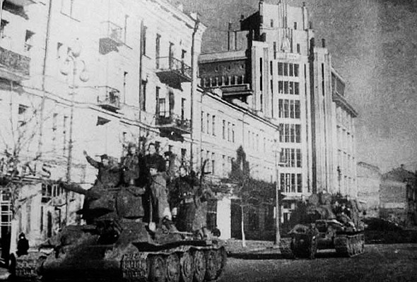 1944-ЦУМ-освобождение-Киева